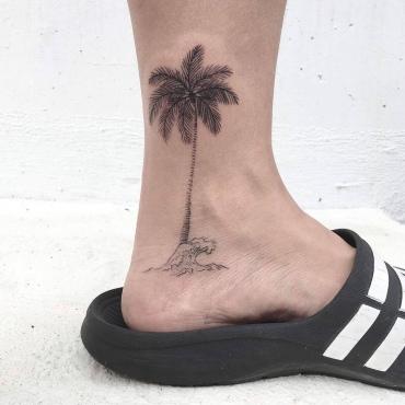 腳踝棕梠樹刺青